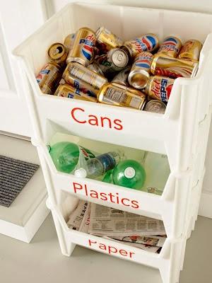 Une desserte en plastique pour le tri des ordures ménagères
